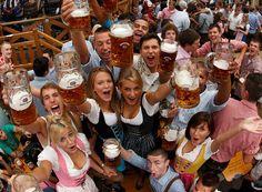 Γιορτή διάρκειας δυο εβδομάδων στο Μόναχο της Βαυαρίας, όπου κυριαρχεί η μπύρα, το λουκάνικο και η εύθυμη μουσική της περιοχής από ορχήστρες πνευστών.