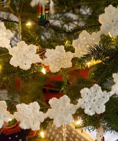Hanging Snowflake Crochet Garland Pattern for 2014 Christmas - Christmas Decor, Christmas Tree Decor, Bubble Garland