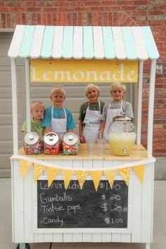 Changeable sign lemonade stand