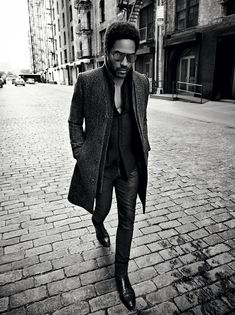 Playing It Cool With a new album and tour, Lenny Kravitz rocks into the future.