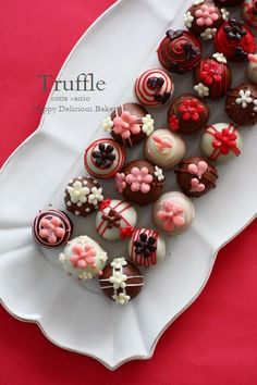 This Pin was discovered by ♥༺ Cute Food, Yummy Food, Artisan Chocolate, Japanese Sweets, Chocolate Truffles, Sweet Cakes, Cookies Et Biscuits, Confectionery, Bakery