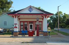 Dad loved road trips and we often stopped at service stations that looked like this.  It often meant getting a cold drink too. Skelly Service Station in Stover, Missouri Image