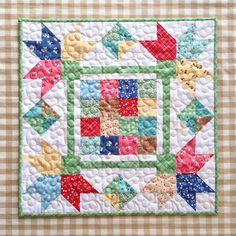 Picking Petals mini quilt kit featuring Lori Holt's Calico Days fabric collection. #iloverileyblake