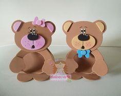 lembrancinha porta bombom ursinho Foam Crafts, Decor Crafts, Diy And Crafts, Crafts For Kids, Paper Crafts, Baby Shawer, Candy Crafts, World Crafts, Bear Party