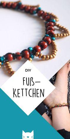 DIY: Bohemian Chic: Binde ein Fußkettchen - DIY: Bastelideen - Another! Ankle Jewelry, Ankle Bracelets, Boho Jewelry, Beaded Jewelry, Jewlery, Fashion Jewelry, Diy Outfits, Diy Schmuck, Schmuck Design