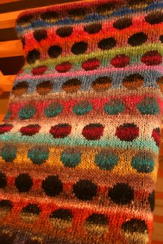 Knitting surprises - knitting with a circle pattern noro blanket