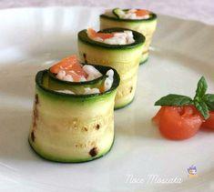 Sushi di zucchine e salmone