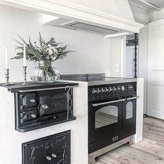 Home Decor Interior Designs Shaker Kitchen Cabinets, Kitchen Cabinet Colors, Kitchen Decor, Kitchen Design, Interior Design Videos, Modern Interior Design, Interior Design Living Room, Interior Decorating, Compact Living