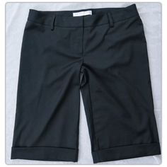 TRINA TURK Los Angeles Walking/Bermuda Shorts TRINA TURK Los Angeles Walking/Bermuda Shorts  These shorts are perfect for summer weather!  Wear them to work or dress them down on the weekend.  Don't forget your shades!   These shorts are in excellent pre-owned condition! Women's size 10 Regular Polyester blend Classic fit Knee length Dry clean only Zipper and hook closure No pockets Trina Turk Shorts Bermudas