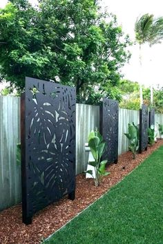 20 Garden Screening Ideas For Creating A Garden Privacy Screen Enjoy your relaxing moment in your backyard, with these remarkable garden screening ideas. Garden screening would make your backyard to be comfortable because you'll get more privacy. Garden Privacy Screen, Privacy Fence Designs, Privacy Fences, Fencing, Bamboo Privacy Fence, Metal Garden Screens, Small Backyard Landscaping, Backyard Fences, Landscaping Ideas
