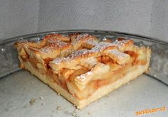 Pokud potřebujete upéct něco malého ke kávičce a zároveň zpracovat jablíčka, je tu recept na jednodu... Apple Dessert Recipes, Apple Pie, Food To Make, French Toast, Goodies, Food And Drink, Cooking Recipes, Treats, Breakfast