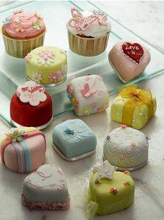 Engagement cup cakes pictures.PNG