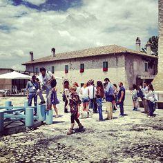 Il team di #inmontefalco si ferma @RoccadiFabbri foto di @igersperugia