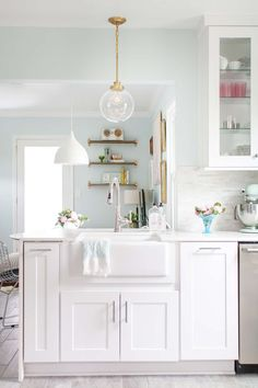 Our New Kitchen Reveal with the Home Depot Thomasville Cabinets in Eden White Kitchen Paint, Kitchen Redo, Kitchen And Bath, New Kitchen, Kitchen Design, Home Depot Kitchen Remodel, Home Depot Cabinets, Vintage Kitchen, Kitchen Ideas