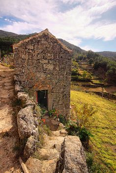 Granit House   Portugal Guarda Loriga Serra da Estrela  By Fr Antunes     Francisco Antunes