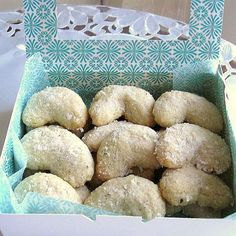 16 Polish Christmas Cookies Recipes: Vanilla Cookies Recipe - Polish Ciasteczka Waniliowe Bring some Polish tradition to your cookie jar this Christmas with any of these nine time-honored cookies, from amaretti to wafle to pecan crescents. Christmas Cooking, Christmas Desserts, Christmas Treats, Xmas Food, Vanilla Cookie Recipe, Vanilla Cookies, Vanilla Recipes, Almond Cookies, Yummy Recipes