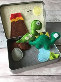 Felt tin toy, dinosaur tin toy, toy in a tin Cute Crafts, Felt Crafts, Diy And Crafts, Crafts For Kids, Arts And Crafts, Crafty Projects, Projects For Kids, Sewing Projects, Operation Christmas Child
