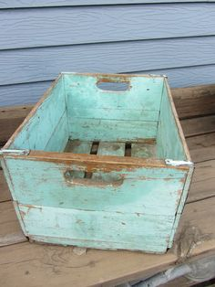 Organized Clutter: Consignment Shop Shopping - chippy light green crate.