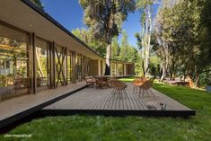 Deck de madera en casa de campo en el sur de Chile