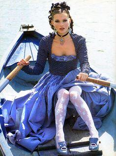 kate moss by arthur elgort for vogue italia anna dello russo Kate Moss, Arthur Elgort, 90s Fashion, High Fashion, Fashion Mag, Fashion Tights, Timeless Fashion, Luxury Fashion, Womens Fashion