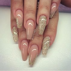 #solinsnaglar   Gorgeous almond nude mani with glitter  #almondnails #stillettos