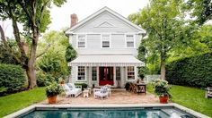 Blythe Harris's Sag Harbor clapboard cottage is an absolute dream!