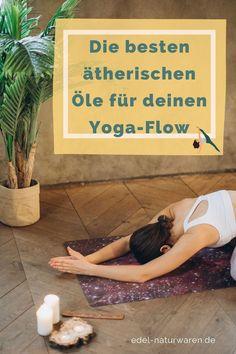 Yoga ist für viele Bestandteil ihrer täglichen Routine. Gerade beim Yoga kannst du dir die Wirkung verschiedener ätherischer Öle zu Nutze machen. So kannst du bei einem kraftvollen Yogaflow auf die energetisierende Wirkung von ätherischem Zitronen- oder Grapefruit-Öl setzen. Wenn du entspannendes Yin-Yoga praktizierst, eignet sich ein sanfter Lavendelduft oder ein ätherisches Zedernholz-Öl am besten. Mehr Tipps und ein DIY Rezept für ein Yoga Matten Spray findest du hier. #edel-naturwaren.de , Yin Yoga, Sport Matte, Yoga Pilates, Sport Fitness, Lettering, Holistic Practitioner, Home Remedies, Organic Beauty, Health