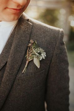 Wedding Suits This groom wore a natural simple boutonniere for his big day Top Wedding Trends, Wedding Designs, Wedding Blog, Wedding Ideas, Diy Wedding, Wedding Stuff, Groom Wear, Groom Attire, Groom Suits