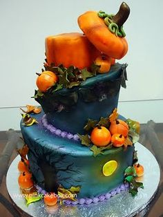 Topsy-Turvy Hallowe'en Cake...I love how they decorated the outdoor scene