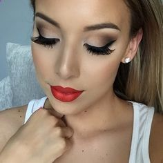 I love her red lips and how they are lined perfectly. It goes great with the smokey brown eye look. I am in love. ♥