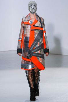 Maison Martin Margiela fall 2012 Formally registered and recognized by the chambre syndicale de la haute couture as Haute Couture for year 2012 Couture Fashion, Fashion Show, Fashion Outfits, Fashion Design, Dior Couture, Couture Collection, Designer Collection, Structured Fashion, Sailing Outfit