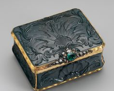 Snuffbox-German (?)-first half 18th century-Heliotrope, gold, emerald, diamonds