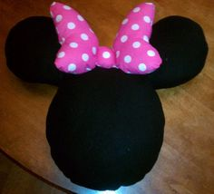 Minnie Mouse Pillow! Going to see if I can make this!!!!!! I have a month to get it right