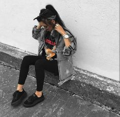 Sneaker Puma Fenty OOTD Outfit Inspiration Metal T-shirt Rock Band Shirt Grunge Style Urban Streetstyle Tumblr Outfits, Mode Outfits, Fall Outfits, Casual Outfits, Fashion Outfits, Womens Fashion, Fashion Trends, Hipster Outfits, Edgy School Outfits