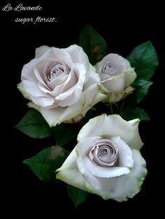 Sugar Earl Grey roses  by La Lavande sugar florist.