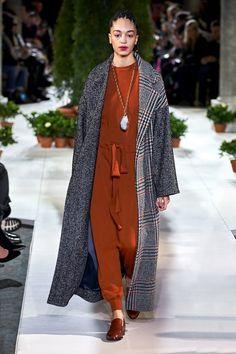 Oscar de la Renta Fall 2019 Ready-to-Wear Collection - Vogue Fashion Show Collection, Runway Fashion, Paris Fashion, Winter Fashion, Vogue Fashion, Trend Council, Vogue Paris, Tweed Coat, Street Style Edgy