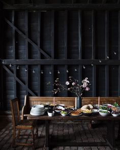 Project Table, Vintage Shops, Backdrops, Table Settings, Rustic, World, Instagram Posts, Blue Interiors, Beautiful