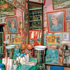 With its Inventario series, the Canadian photographer Rafael Goldchain documented the colorful interiors of Latin America in the and capturing im Latin Decor, Bric À Brac, Architecture Restaurant, Master Of Fine Arts, American Interior, Latin America, Santa Monica, My Room, Colorful Interiors