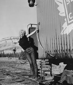 Monroe aboard the Million Dollar Special train in August 1953.