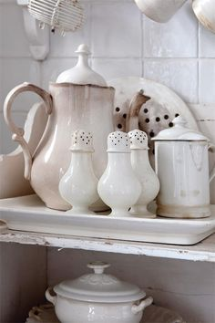 Wonderful European faience much like our ironstone ♡