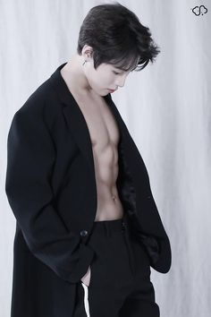 A Boy Or A Man 하성운 <얼루어> 3월 호 촬영 현장! : 네이버 포스트 Korean Boys Hot, Korean Boys Ulzzang, Korean Men, Asian Men, Asian Boys, 2ne1 Minzy, Woo Young, Kim Jaehwan, Sanha