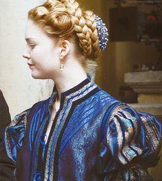Lucrezia Borgia, The Borgias Mode Renaissance, Renaissance Clothing, Renaissance Fashion, Historical Clothing, Italian Renaissance, Renaissance Hairstyles, Historical Hairstyles, Lucrezia Borgia, The Borgias