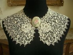 DAINTY Antique Vtg SCHIFFLI GUIPURE LACE COLLAR DRESS FRONT *PADDED FLOWERS