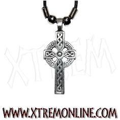 Colgante cruz celta con cordón. Echa un vistazo a nuestra colección de colgantes góticos, biker y heavy metal. Martillos de thor, triskele, hadas...