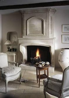 Corner fireplace ideas and photos (indoor / outdoor). From design, decor, and pictures for your living room. Limestone Flooring, Limestone Fireplace, Fireplace Mantle, Fireplace Design, Country Fireplace, Fireplace Ideas, Grey Home Decor, Romantic Home Decor, French Interior