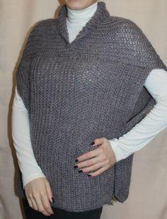 Жилет (безрукавка) женский вязаный, выполнен спицами. Жилет - универсальная незаменимая деталь в гардеробе любой женщины. Данная модель выполнена спицами из 100%-ной шерстяной пряжи, по бокам декорирован молниями.