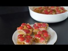 www.przepismamy.pl: Keto ciasto z truskawkami w kilka minut przepis @H... Muffin, The Creator, Menu, Breakfast, Food, Menu Board Design, Morning Coffee, Essen, Muffins