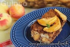 Quem não testar esta delícia de Torta Rabanada de Pêssegos não sabe o perde! Ainda mais, que é super simples de preparar!   #Receita aqui: http://www.gulosoesaudavel.com.br/2016/12/30/torta-rabanada-de-pessegos/