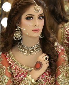 Real brides reveal why their MakeUp Artists were their pick for the Best bridal makeup artists in Delhi and what you should look for too! Pakistani Bridal Makeup, Bridal Mehndi Dresses, Best Bridal Makeup, Bride Makeup, Pakistani Bride Hairstyle, Wedding Makeup, My Hairstyle, Bride Hairstyles, Indian Wedding Hairstyles