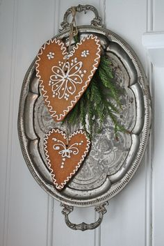 Hang just the cookie on your door after xmas to encourage your neighbors to remove delinquent  xmas decorations ...If only I could find someone to make this for me....and I did, my jewel of a friend!